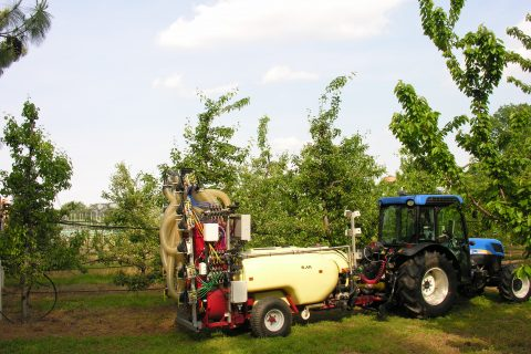 System to adapt spray profile to the size trees